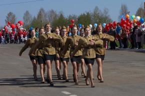 5_Девушки маршируют